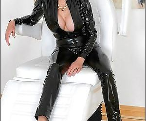 British mistress lady sonia in black leather - part 2608