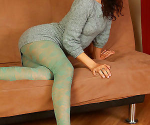 Kitty mcmuffin spreads her silky ass cheeks - part 2250