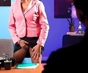 Bethany gets a creampie from her boss - part 2210
