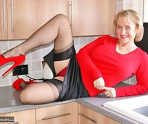 Busty mature wife Sugarbabe on the kitchen counter topless..