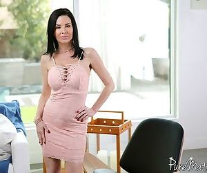 Mature babe Veronica Avluv seduces her man before he..