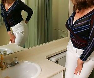 Kinky mature babe with big tits Abigail Fraser pissing in..