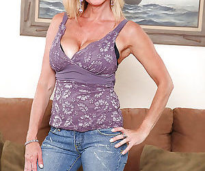 Busty mature in jeans Cassy Torri puts her stunning assets..