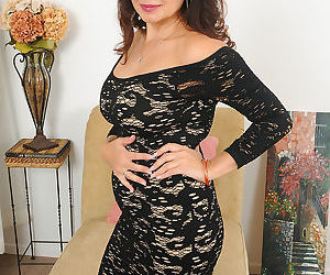 Hot mature wife Sam peels lace dress to reveal saggy big..