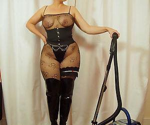 Curvylicious housewife Daniella English vacuuming in..