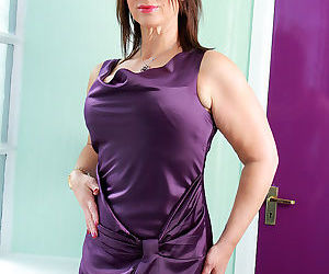 Sexy mature Raven frees her gorgeous big breasts to..
