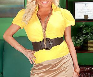 Mature blonde woman Farrah Rose seduces a junior aged man..