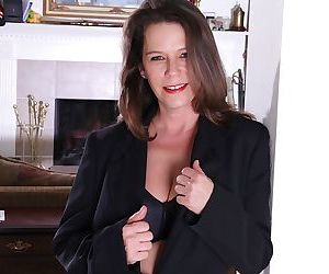 Hairy mature slut with big boobies Jane Russell showing..