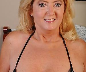 Hungry mature fatty Tahnee Taylor is doing nasty things on..