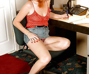 Amateur redhead lady Sasha Brand loves showing off her..