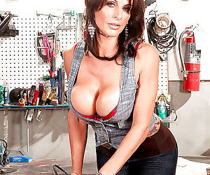 Mature Blake James takes off her lingerie to boast off her..