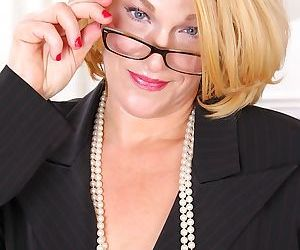 Stunning mature secretary Kelsey Johnson shows off her big..
