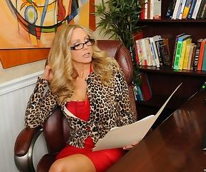 Experienced Julia Ann inspects a guy who wants to become..