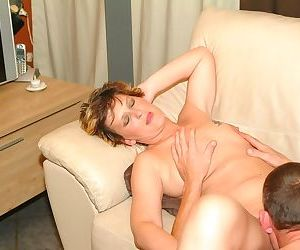 Shaved mature Pleunie gets eaten before she receives her..