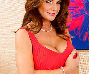 Mature lady in stockings with big tits Deauxma shows off..