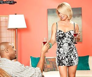 Blonde MILF Jenny Mason blows off a muscle black guy and..