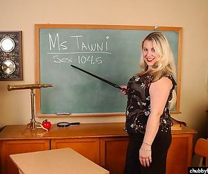 Sexy fat teacher Tawni showing off her phat ass in classroom