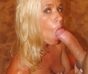 Mature cowgirl Totally Tabitha dose blowjob and fucks..