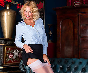Horny old mature Molly Maracas spreads in stockings to..