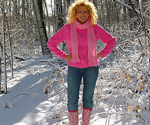 Mature wife Racquel Devonshire flashes tits in the snow &..