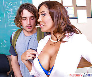 Mature brunette Francesca Le is getting sperm on her full..