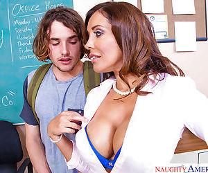 Mature brunette Francesca Le is getting sperm on her full..