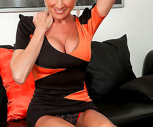 Niki mature with blonde hair enjoying nudity and soft..