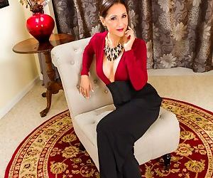 Classy mature lady Roni Ford removes her long skirt to..