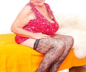 Huge breated mature mama showing her naughty ways - part..