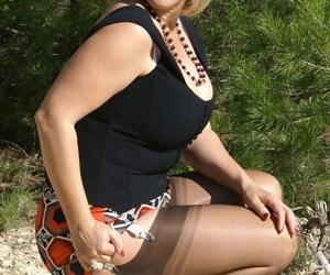 Chubby mom in stockings denudes outdoor and spreading her..