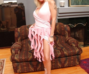 Blonde MILF Lexxy Foxx poses totally naked on her high heels