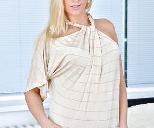 Leggy stocking clad older blonde Uma Zex spreading trimmed..
