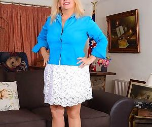 Bbw english housewife erotica ann toys her pussy on the..