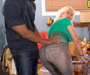Fat older woman Lori Suarez exposes her massive ass before..