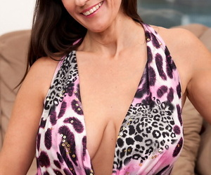 Kinky mature Tori Dean flashes her gorgeous big tits and..