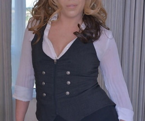 Mature plumper Delicia DAngelo doffs clothes before..