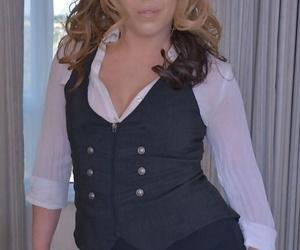 Mature plumper Delicia DAngelo doffs clothes before..