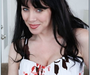 Seduced By A Cougar RayVeness