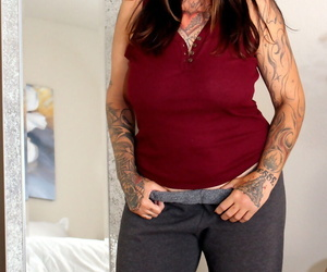 Thick mature woman with tattoos gets banged after giving..