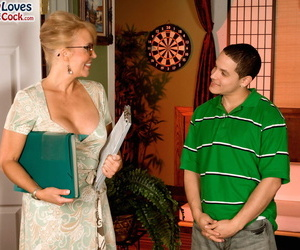Hot mom Erica Lauren facesitting a young man shes supposed..