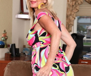 Lonely big boobed wife Cassy Torri rubs and toys her..