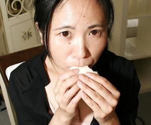 Fatty asian lady Yasuko Watanabe pleasing her hairy cunt..