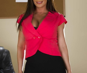 Office babe with big tits Diamond Foxxx is demonstrating..