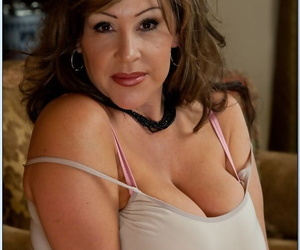 Busty mature lady Kandi Cox playing with her huge boobs in..
