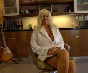 Hot older housewife Sandra Otterson drops to her knees to..