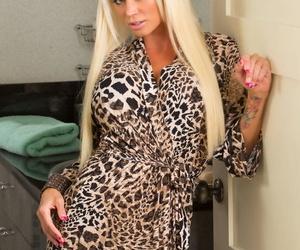 Seduced By A Cougar Johnny Sins- Nikita Von James