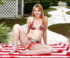 Mature babe Marie McCray sporting anal gape outdoors while..