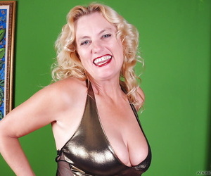 Top rated granny model Lady Dalbin playing with nice..