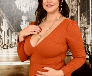 30 plus plumper Jasmine S uncovers her nice boobs as she..