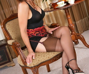 Roni would like to share her photos in her sexy lingerie..